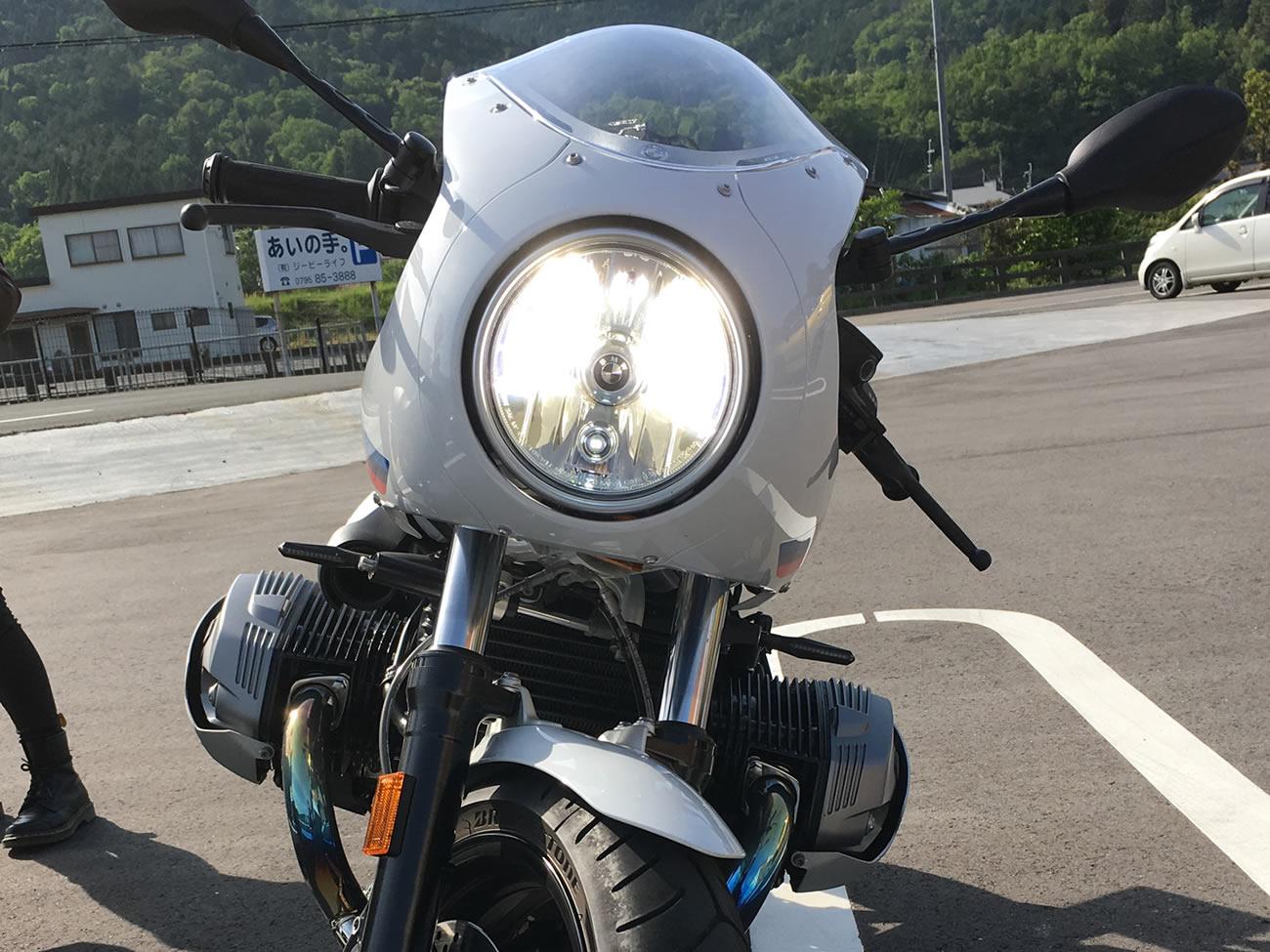 R nineT racer(BMW)のヘッドライトをHID化