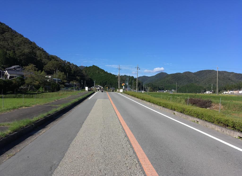 気持ちいい一本道を走っていきます。