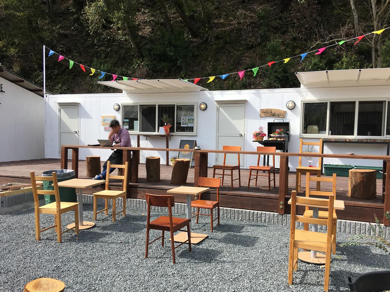カフェスペースが広々