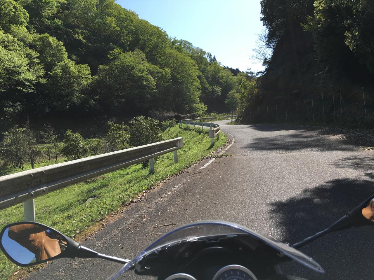 多紀連山へのゆるやかな峠