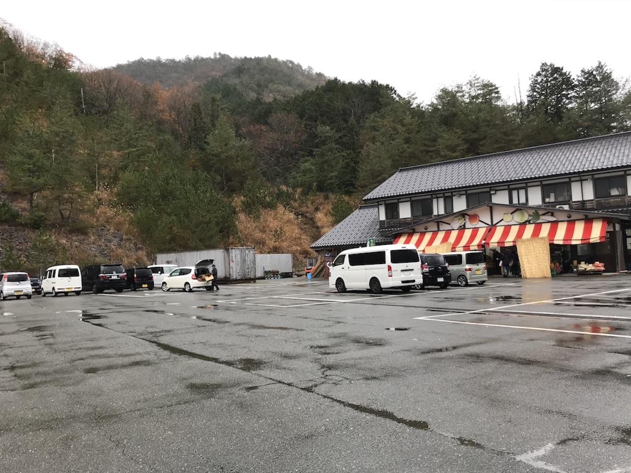 宿院商店の駐車場