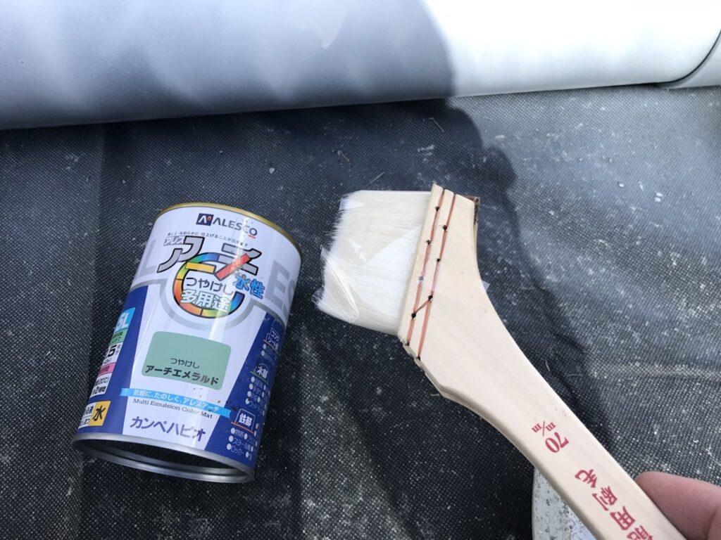 塩ビパイプに塗装していきます