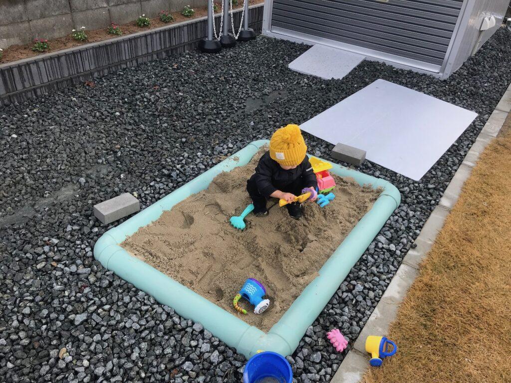塩ビパイプの砂場なら子供が入って遊べる