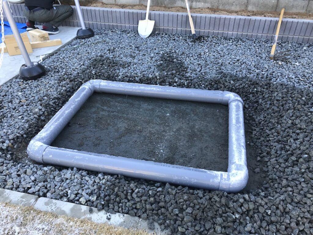 塩ビパイプで砂場枠のベースが完成