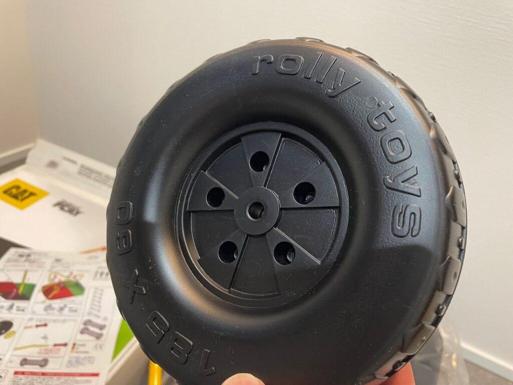 タイヤはプラスチック製