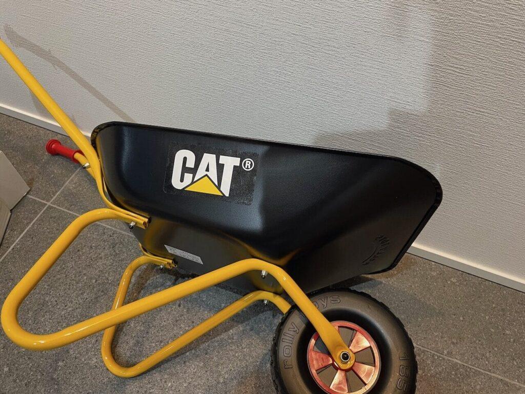 CATのステッカーを貼りましょう