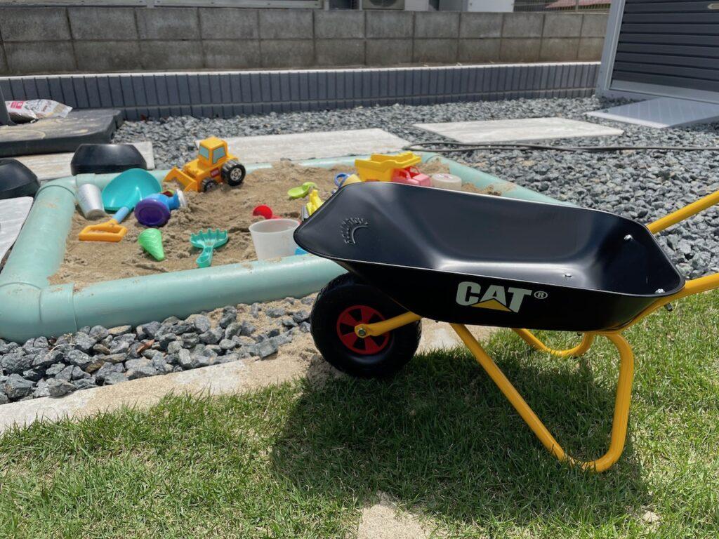 砂場遊びにロリートイズ・CATの一輪車を使ってみた