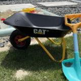 ロリートイズの子供用一輪車・CATの購入レビュー!2〜3歳児の砂場遊びにおすすめの手押し車3選