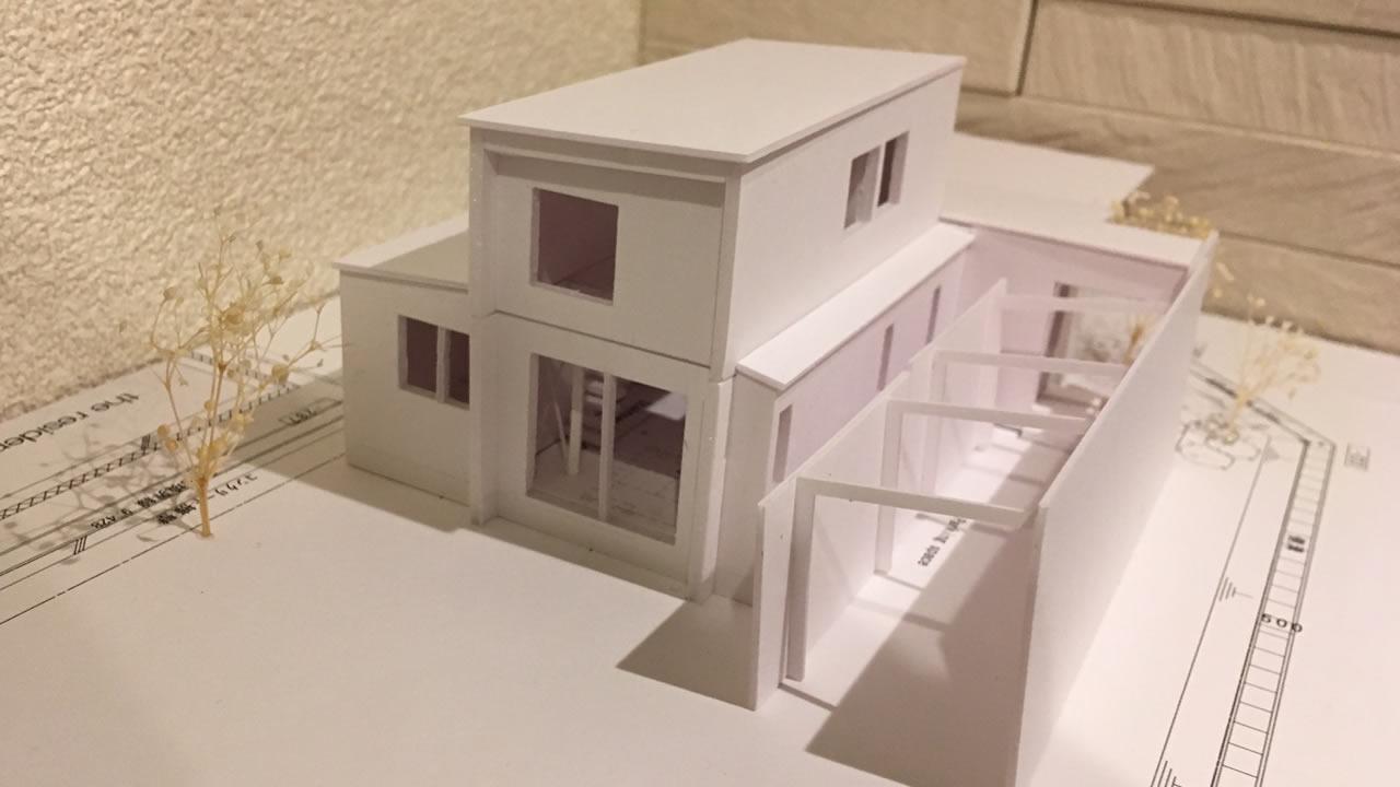 南からみた住宅模型です