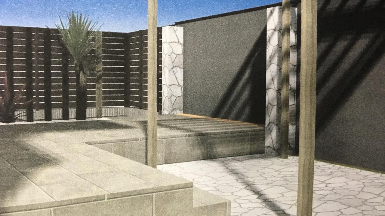 中庭のタイルデッキ