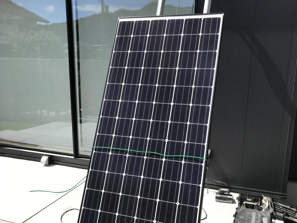 太陽光パネルを台車につける