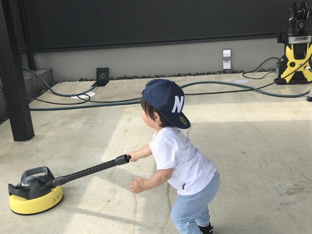 高圧洗浄機で駐車場コンクリートを洗浄