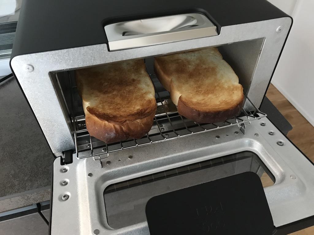 バルミューダトースターの蓋を開ける