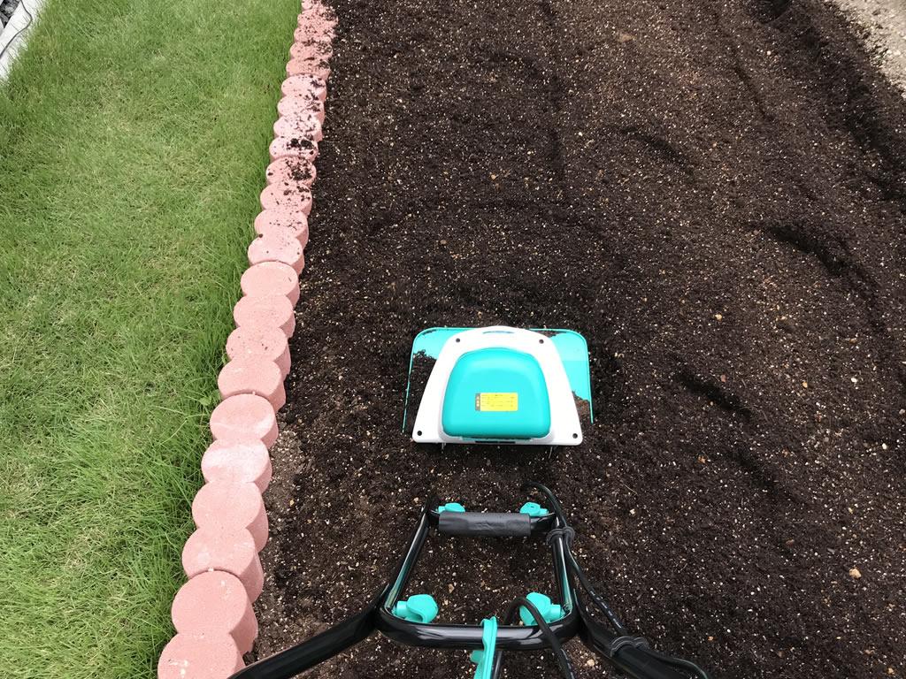 家庭用耕耘機で耕すと簡単