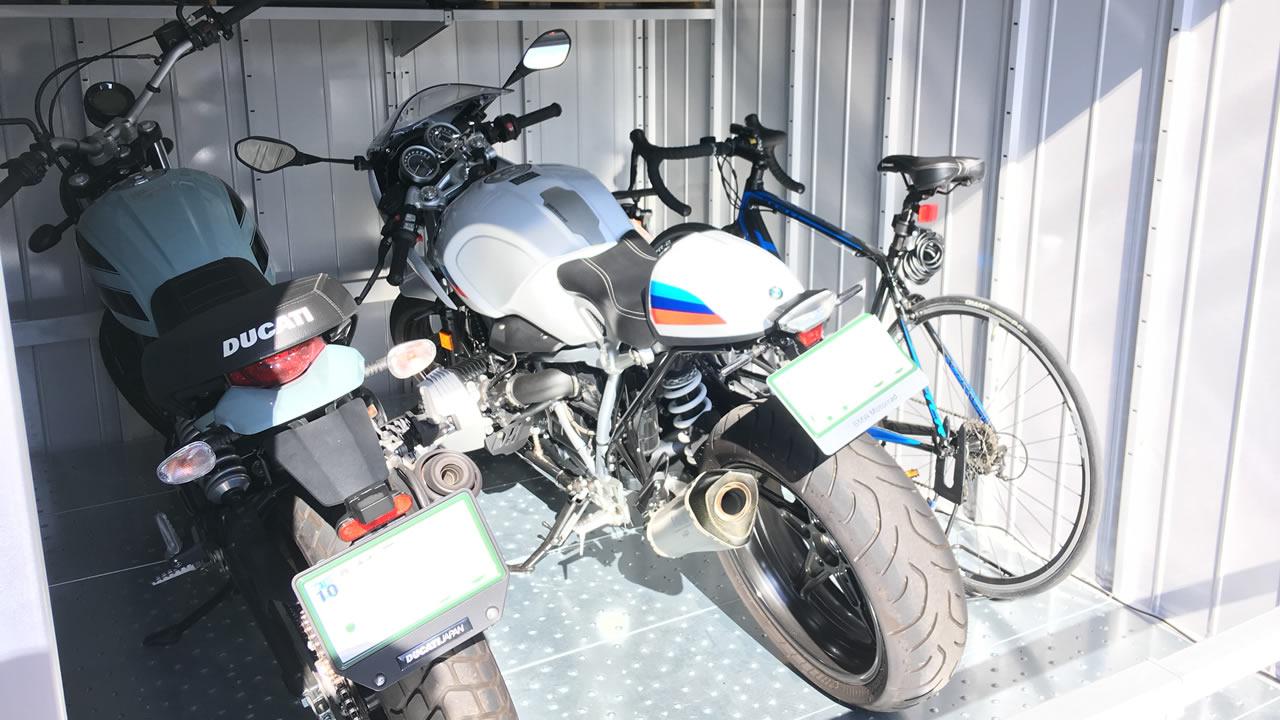 イナバ・バイク保管庫(FXN-2230HY)にバイク2台を入れてもこんなにゆとり