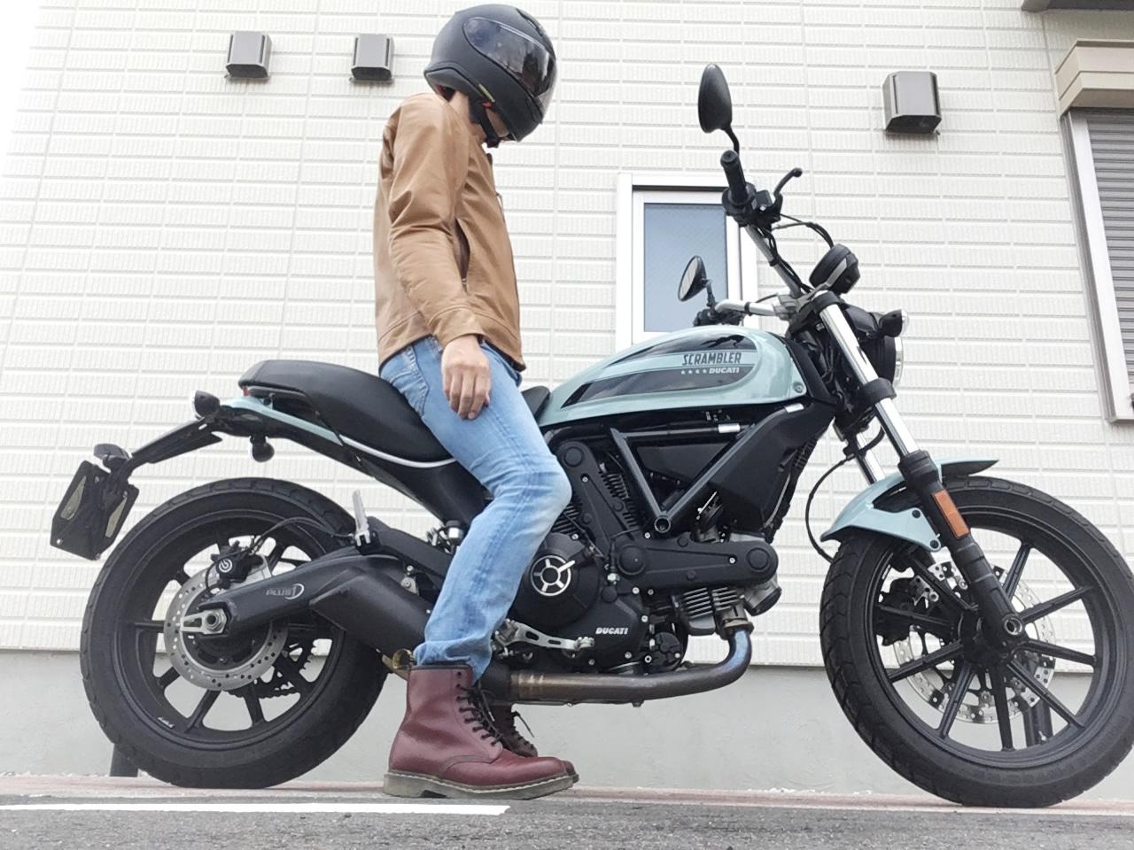 ドゥカティ・スクランブラーsixty2(400cc)の足つき性