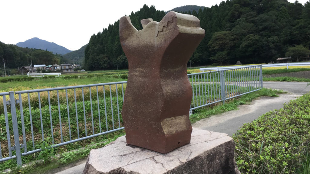 龍の陶器モニュメント