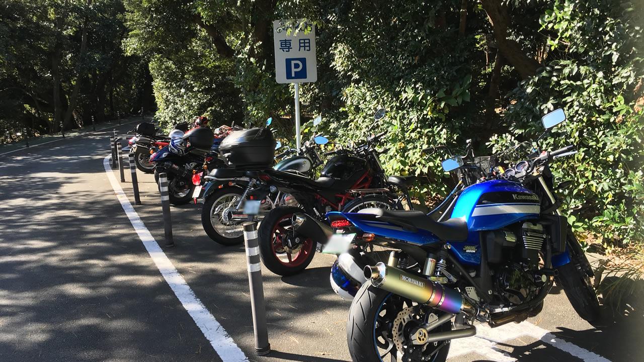 伊勢神宮にはバイク専用の駐車場がある