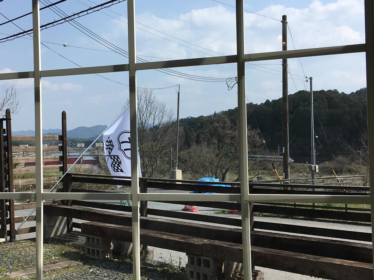 篠山川と電車