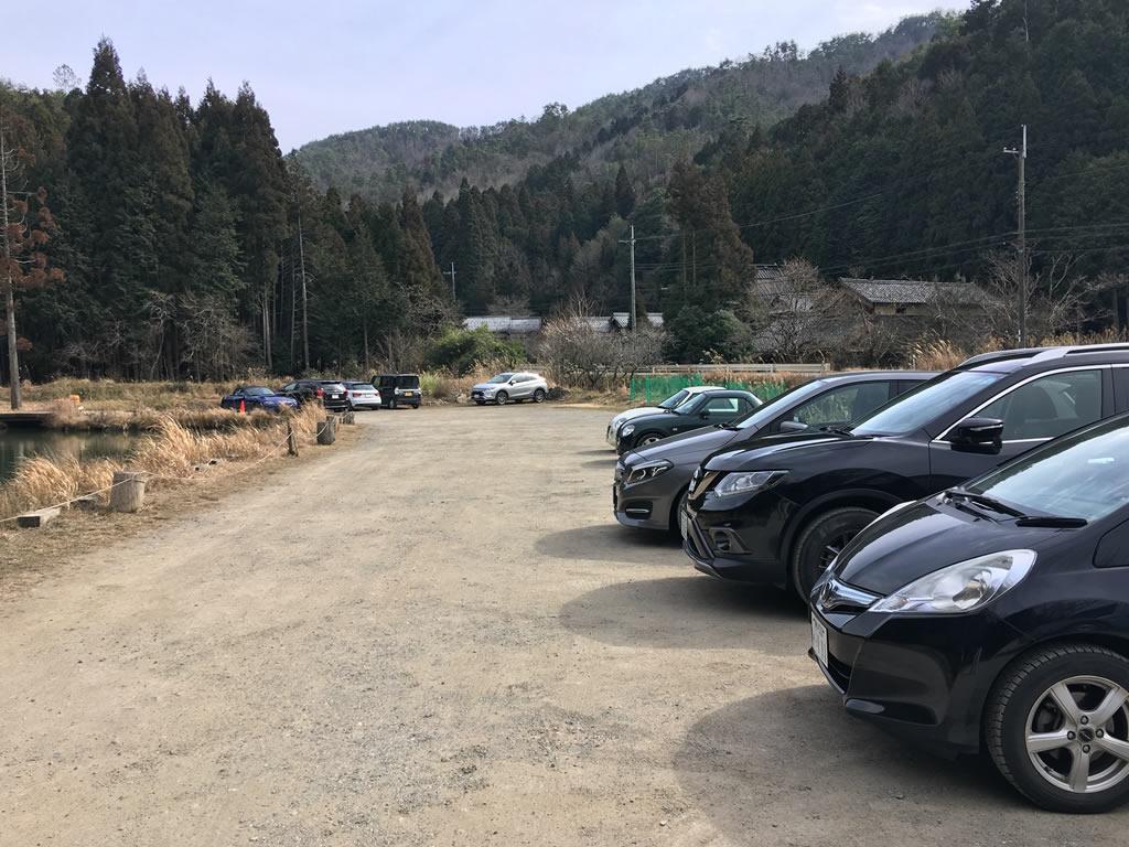 クワモンテの車用駐車場