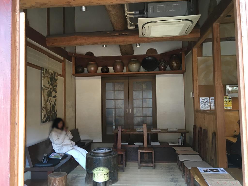 クワモンペの待合室