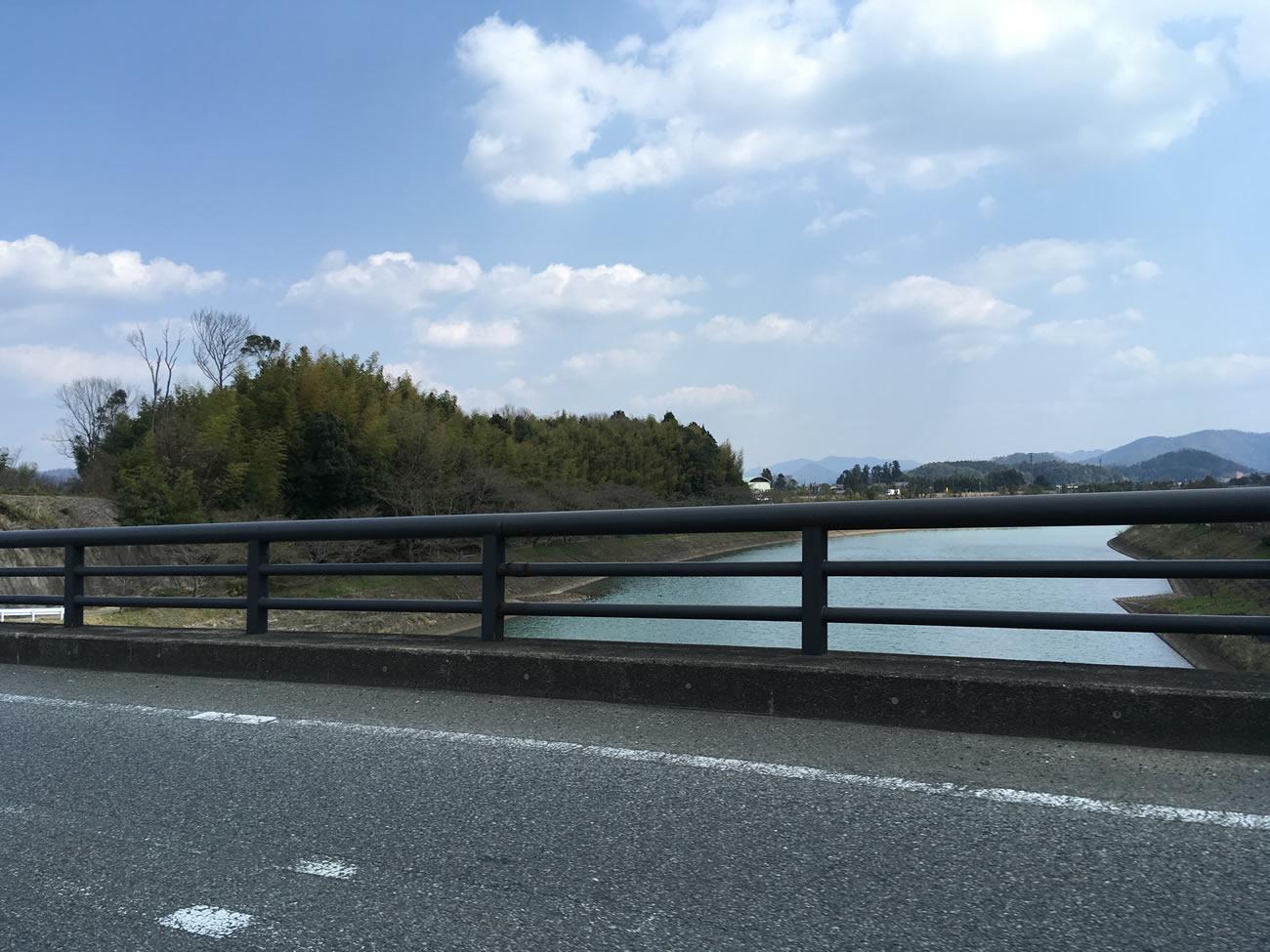 桜が咲く前の篠山川