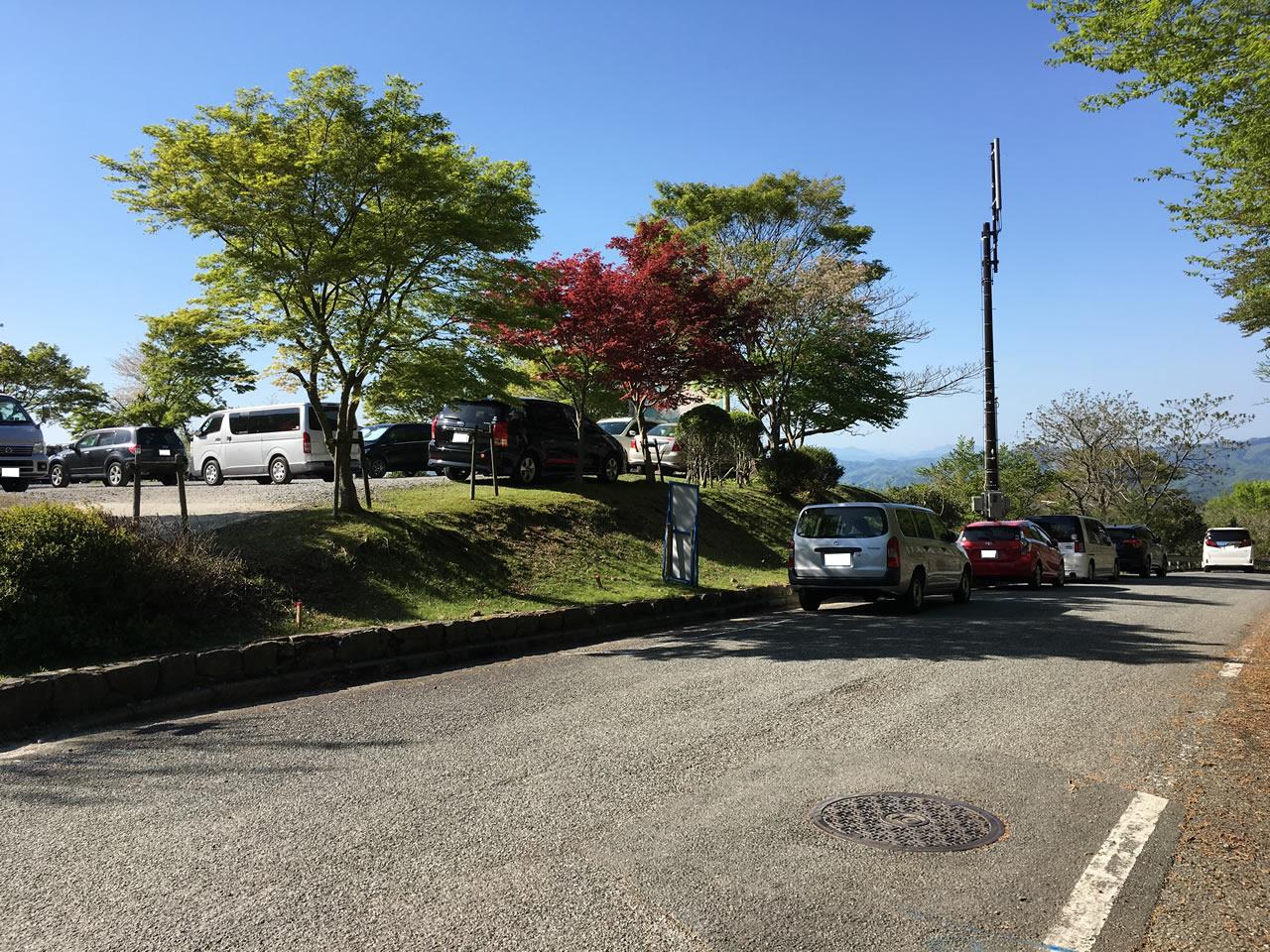 多紀連山県立自然公園の駐車場はいっぱい