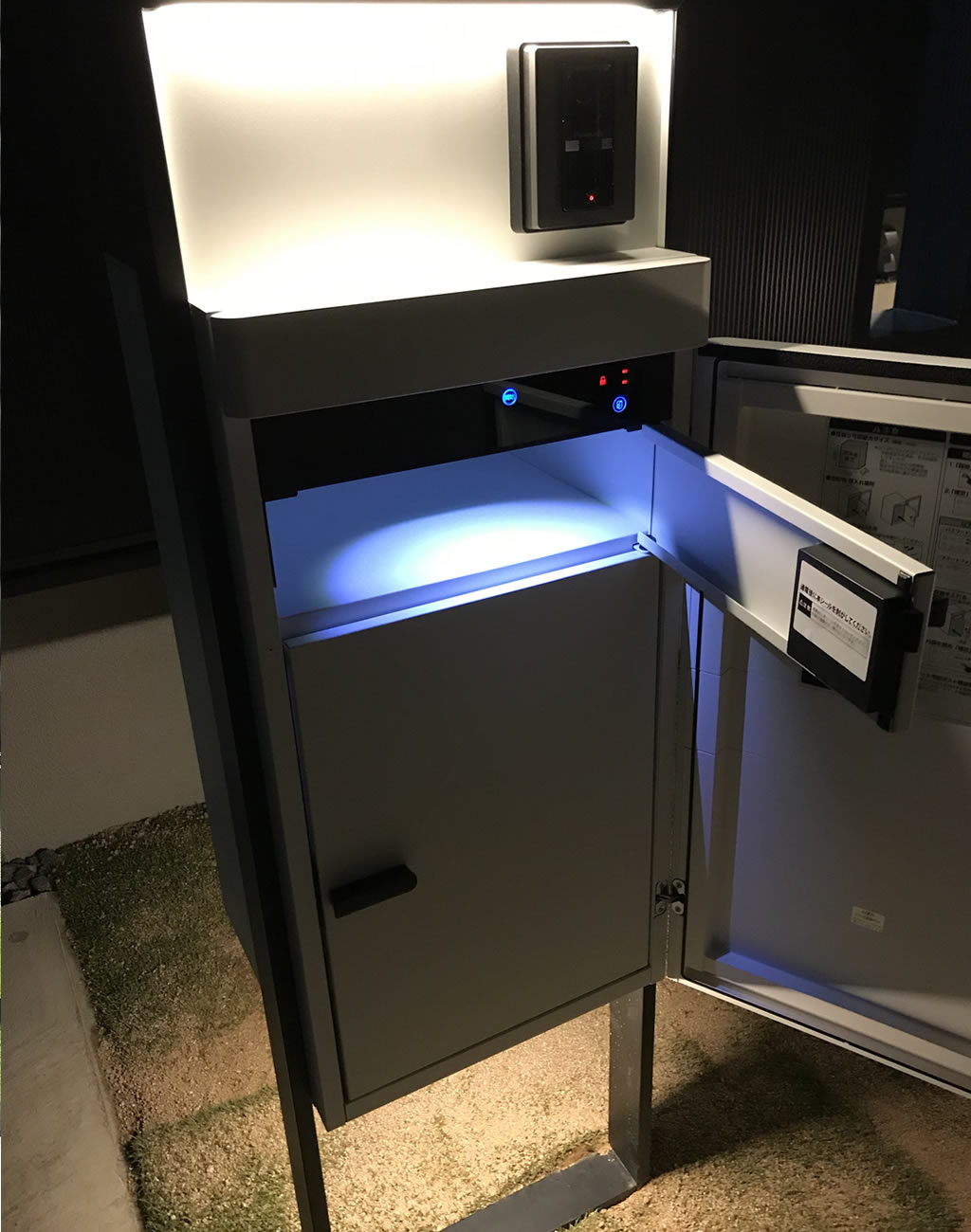 リクシル・スマート宅配ボックスの間接照明
