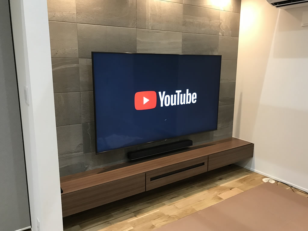 壁掛け75型・フローティングテレビボード