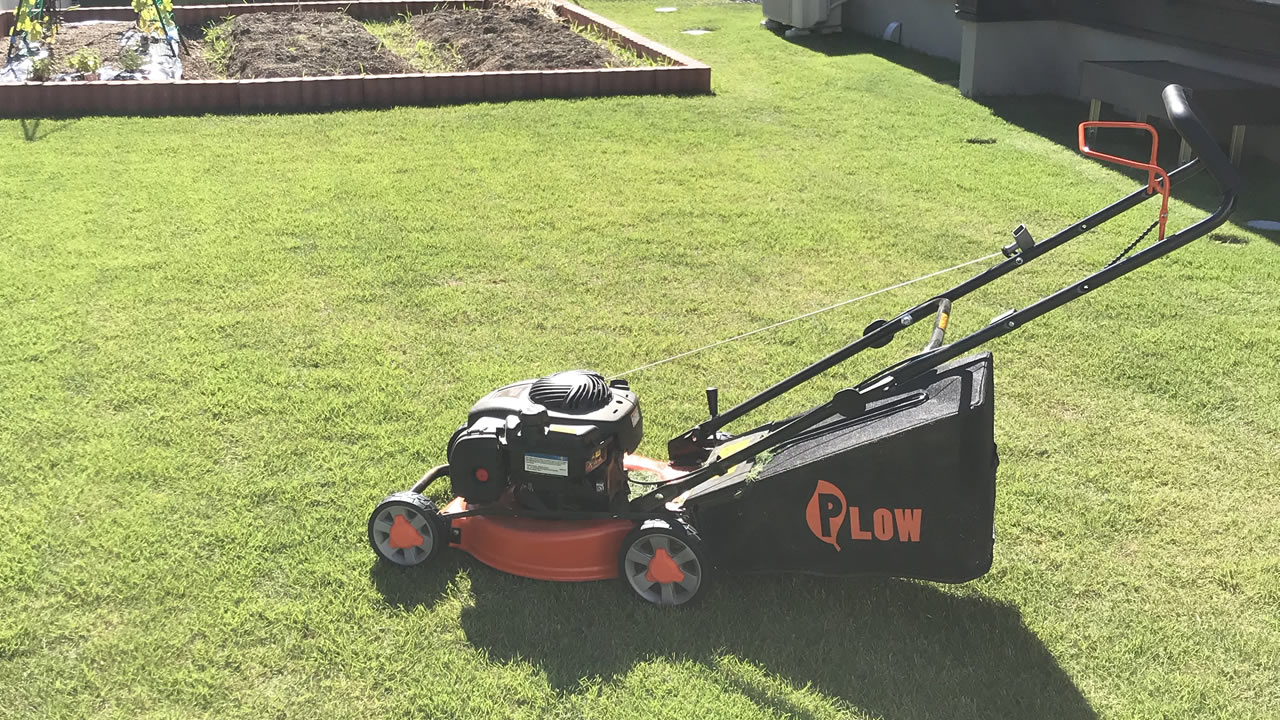 家庭用エンジン式芝刈り機「プラウGC410」で芝の管理が簡単になるって本当?実際に使ってみたレビュー・口コミを紹介!