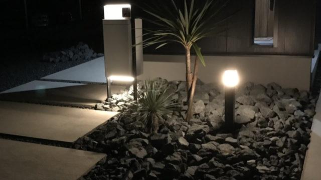 日当たりの悪い場所に芝生を植えて後悔!DIYで芝生をめくりドライガーデン(ロックガーデン)を作ってみた
