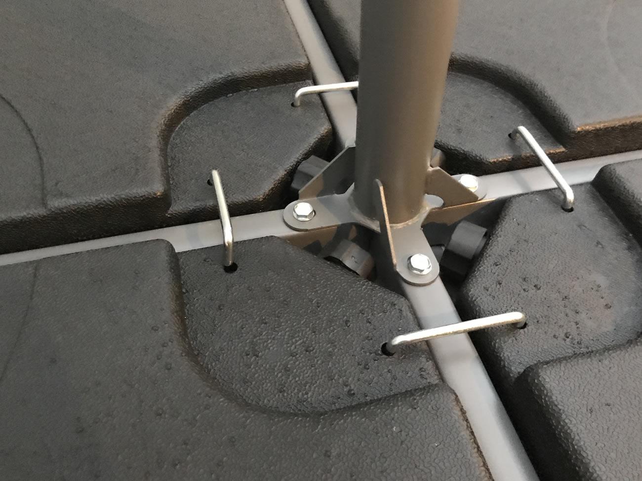 土台4つを連結金具で固定