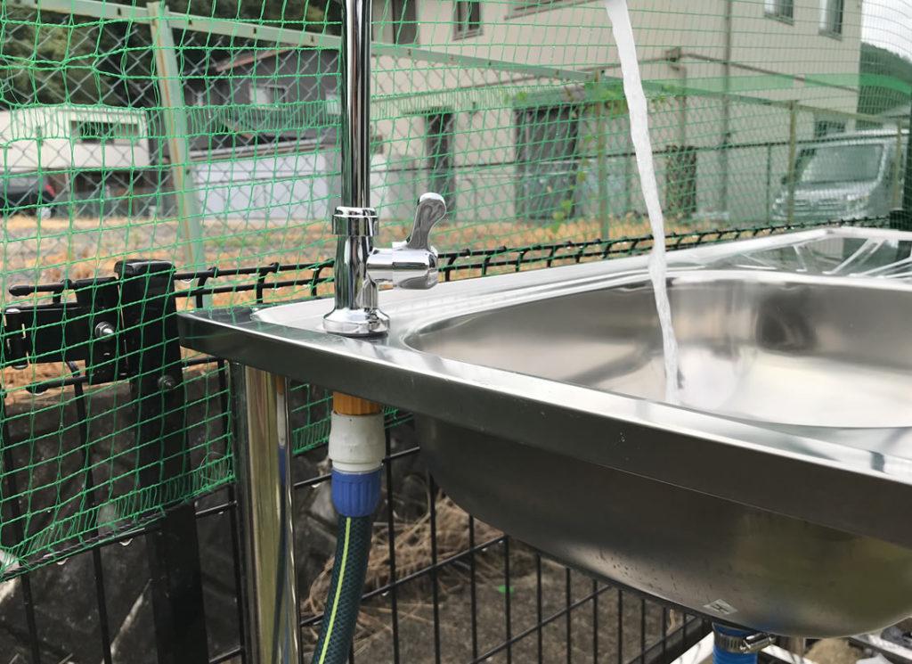 水道ホースに繋いで出水の確認