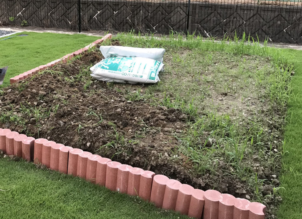 花壇ブロックを試し置きしてみます