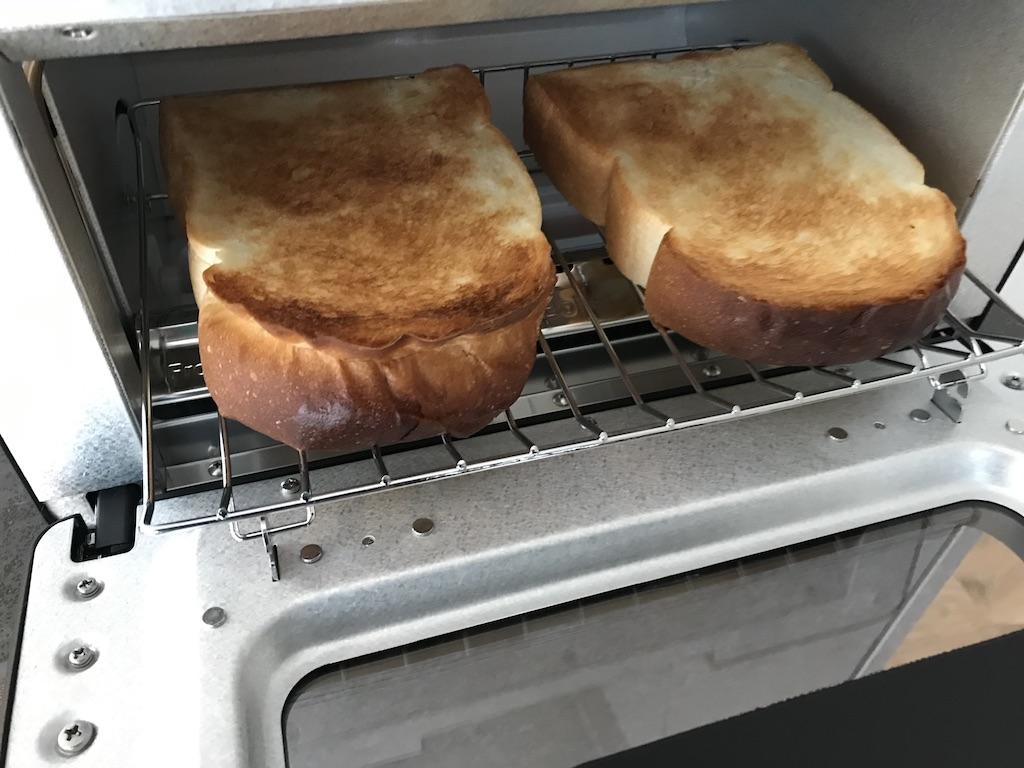 美味しいパンが焼けるバルミューダトースター