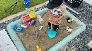 子供用の屋外砂場を塩ビパイプでDIYしてみた!自宅でできる作り方や費用、塗装の手順をブログでレビュー