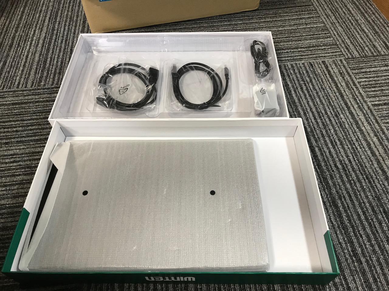 付属品一覧(USB-Cケーブル、HDMIケーブル、USBケーブル)