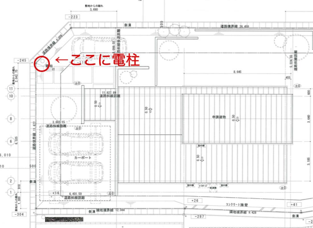 建築図面では玄関前に電柱があることに